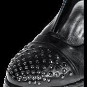 zapato con puntera de tachas 3