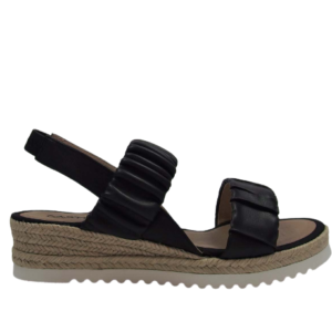 Sandalia negra cuña baja 1